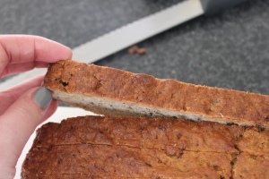 Cut banana bread into 2 cm thick slices.
