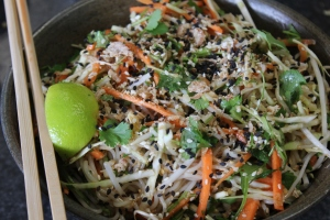 Sprinkle with black sesame seeds, shallots, peanuts and a slice of fresh lime.