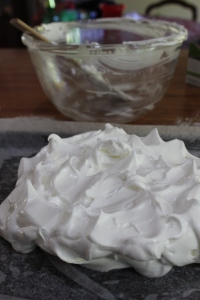 Shape meringue into a rough circle.