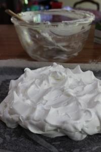 Shape meringue into a rough circle.